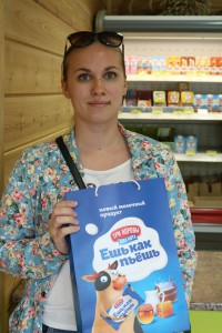 Настя Хаметова - первая победительница получила пакет с вкусным молочным призом